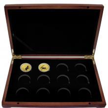 Luxusní sada ve dřevěné krabičce 2 zlaté mince 1 Oz Lunární série III. 2020 - 2031